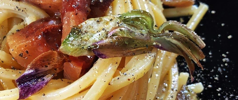Carbonara con carciofi fritti